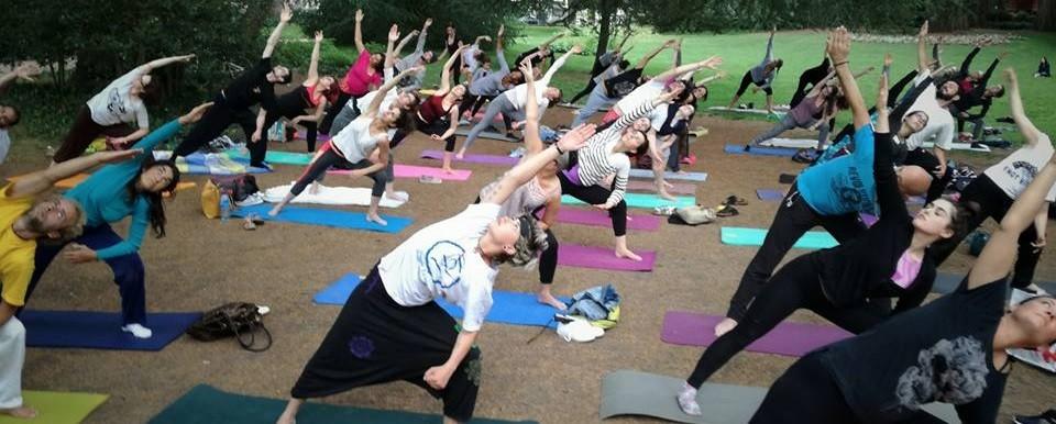 Tours : Free open-air yoga class